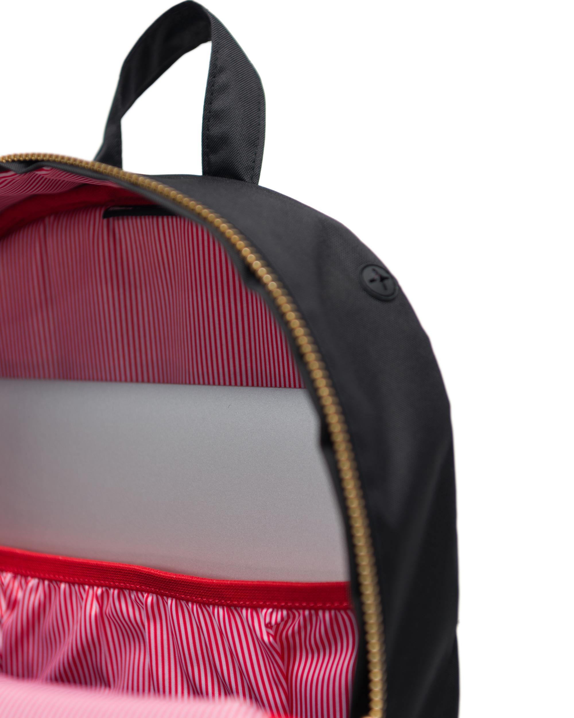 af680cef799 The Settlement Mid-Volume Light backpack is an iconic style that offers a  relaxed structure, functional details and contemporary finishes.